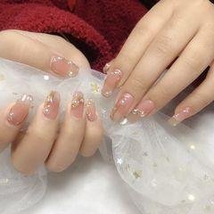 珍珠魔镜粉美甲图片