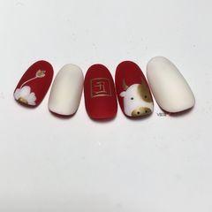 红色裸色圆形磨砂简约短指甲可爱卡通简约新年美甲 牛气冲天美甲图片