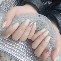 银色方圆形短指甲简约美甲图片