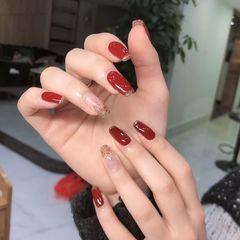 红色酒红色方形简约新娘上班族渐变跳色显白美甲图片