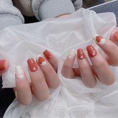 红色方圆形格纹珍珠美甲图片