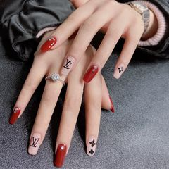 酒红色方圆形秋冬显白手绘美甲图片