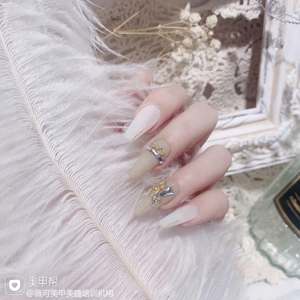 裸色方形新娘简约跳色美甲图片