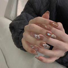 裸色方形晕染新娘金箔贝壳片显白美甲图片