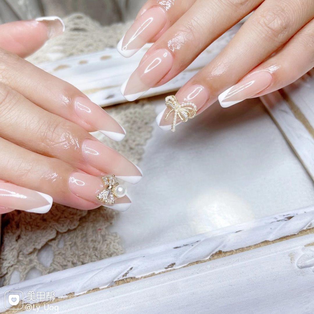 显白法式蝴蝶钻秋冬梯形仙气美甲图片