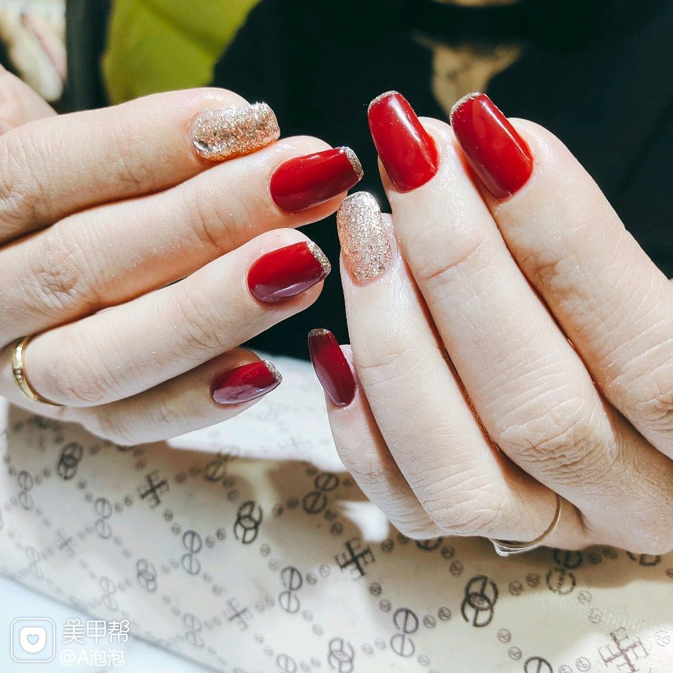 酒红色方圆形简约美甲图片