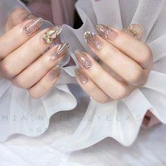 裸色银色圆形新娘美甲图片