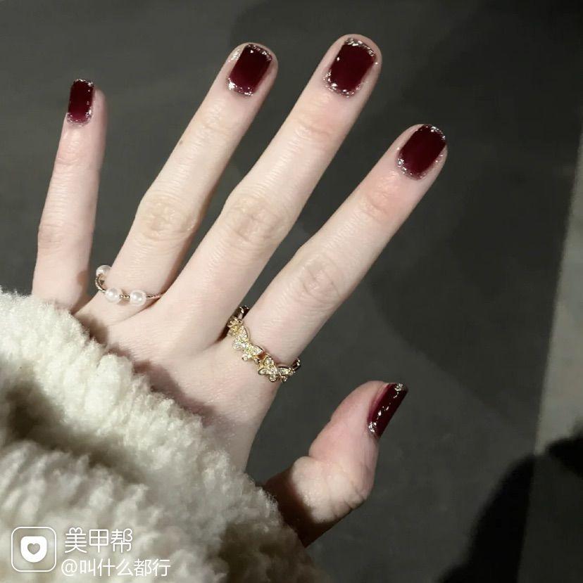 红色酒红色银色方圆形简约上班族短指甲显白手绘美甲图片
