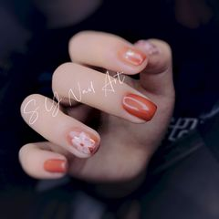 方圆形短指甲金箔简约花朵美甲图片