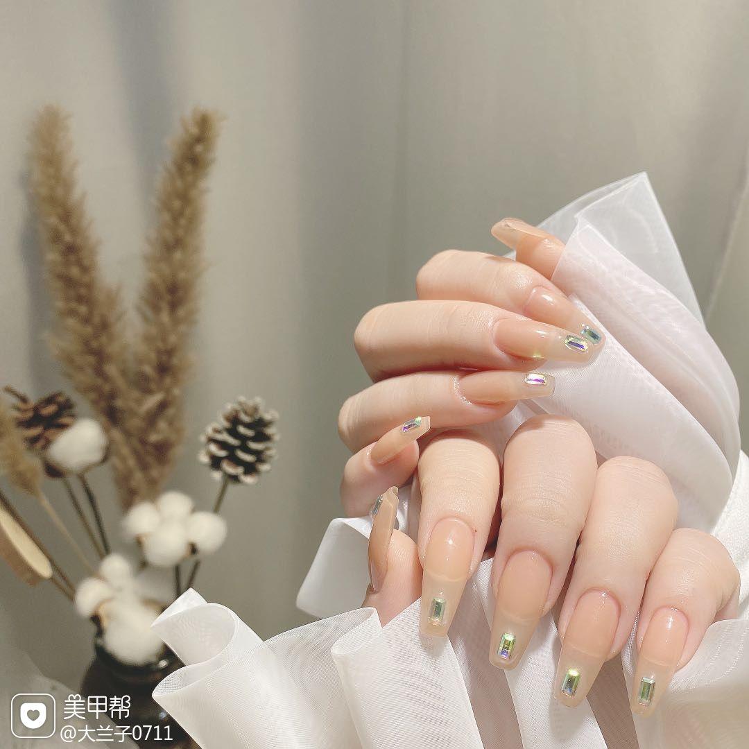 黄色裸色方形夏天新娘简约美甲图片
