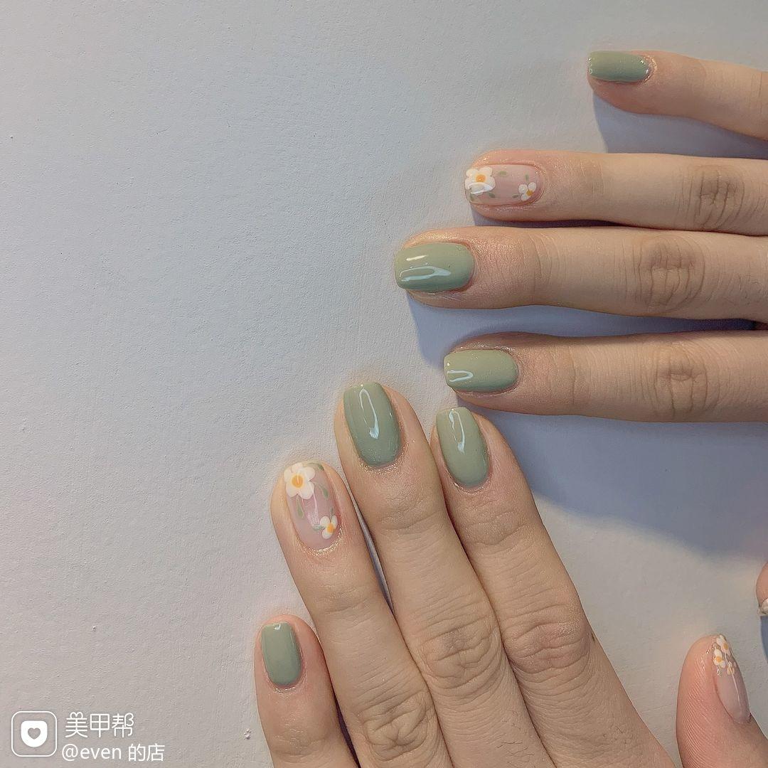 绿色裸色方圆形短指甲夏天花朵美甲图片
