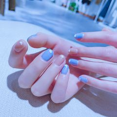 蓝色裸色方圆形简约白色美甲图片