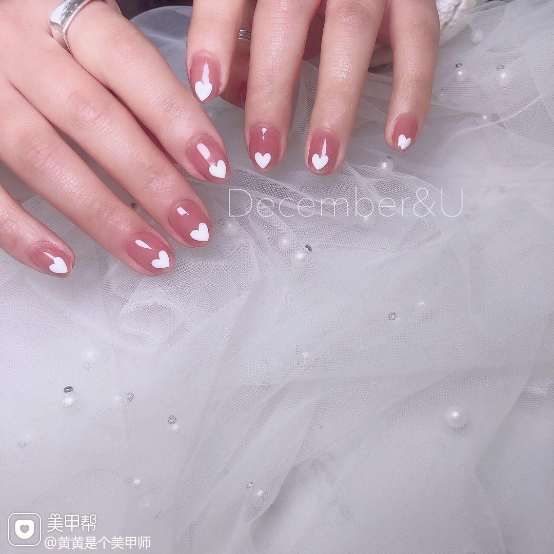 裸色圆形夏天短指甲简约很值得你去尝试美甲图片