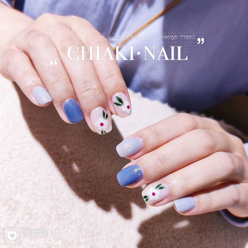 蓝色方圆形夏天花朵上班族跳色短指甲新娘简约美甲图片