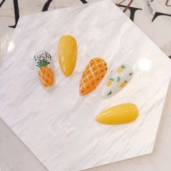 黄色绿色方圆形夏天菠萝美甲,适合夏天的一款小清新美甲,喜欢的可以收藏哦美甲图片