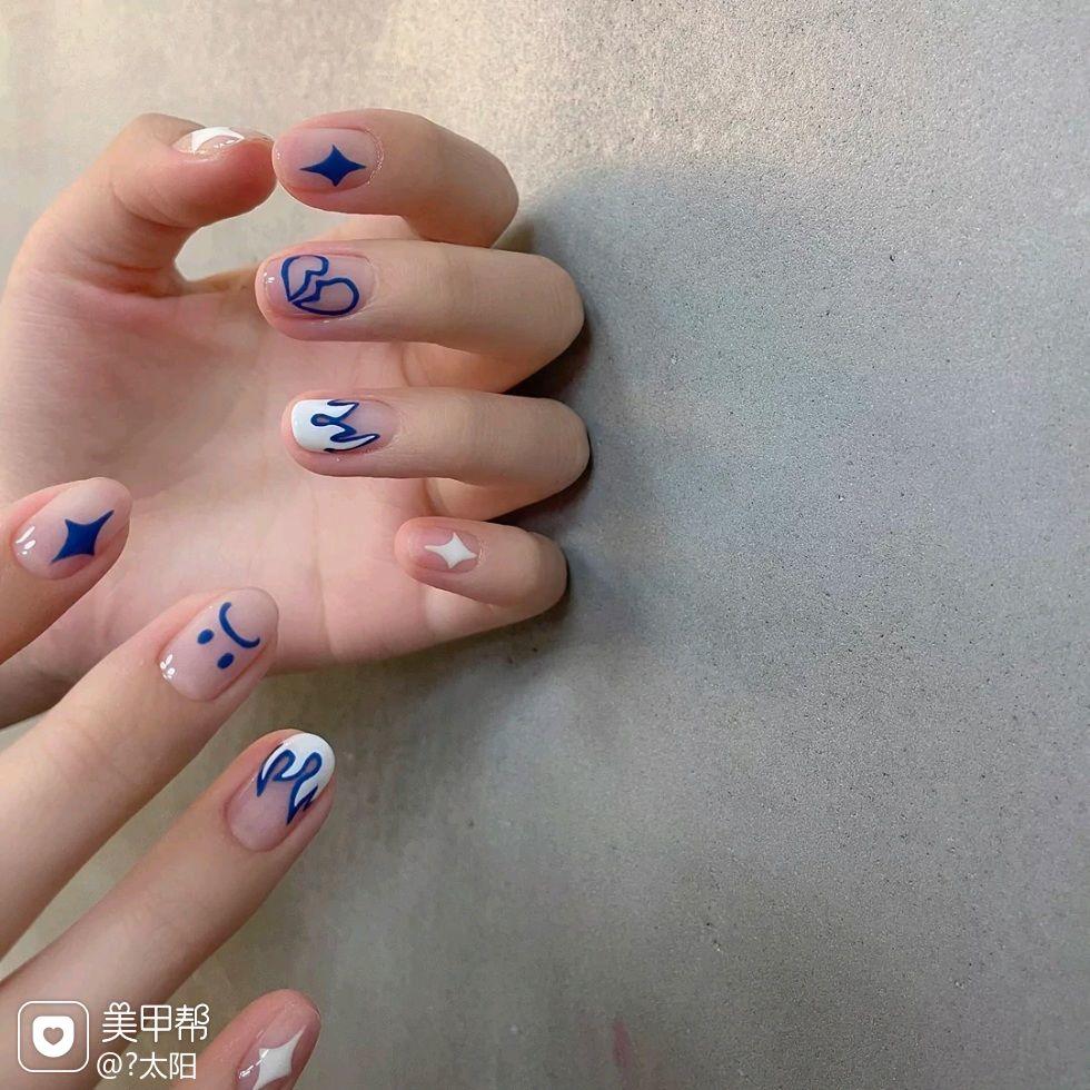短指甲蓝色美甲图片