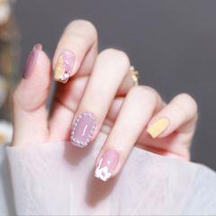 紫色手绘珍珠美甲图片
