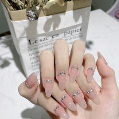 裸色尖形短指甲上班族新娘简约钻美甲图片