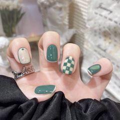 绿色方圆形简约短指甲格纹法式秋冬美甲图片