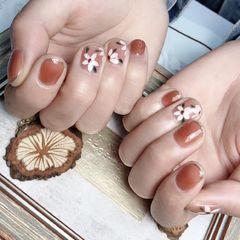 花朵粉色美甲图片