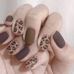 方形磨砂短指甲上班族简约豹纹美甲图片