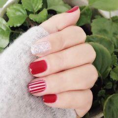 红色简约线条美甲图片