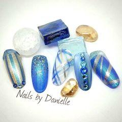 蓝色手绘线条甲片美甲图片