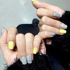 灰色黄色方圆形格纹毛衣甲美甲图片