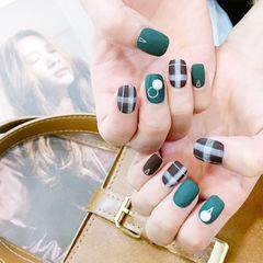 方圆形绿色格纹珍珠磨砂美甲图片