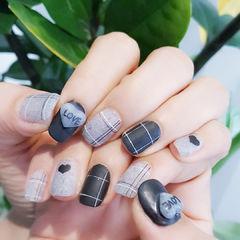 方圆形黑色灰色格纹心形磨砂心形美甲美甲图片