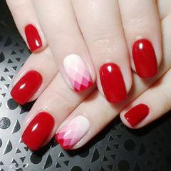 方圆形红色白色手绘渐变红色美甲渐变美甲款新年热门款美甲图片