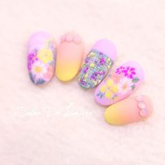 圆形粉色紫色黄色橙色渐变手绘花朵刺绣美甲图片