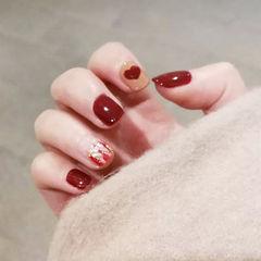 方圆形红色裸色手绘心形贝壳片金箔美甲图片