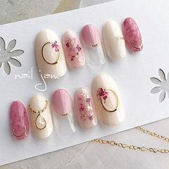 圆形粉色白色晕染贝壳片金箔金属饰品美甲图片
