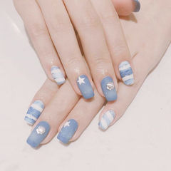 方圆形蓝色白色手绘夏天磨砂美甲图片