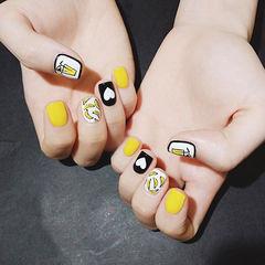 方圆形黑色黄色白色手绘心形夏天水果香蕉跳色美甲图片