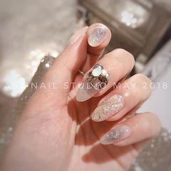 圆形银色裸色贝壳片钻日式新娘分享ins美图美甲图片
