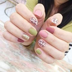 方圆形粉色绿色金色手绘豹纹磨砂跳色美甲图片