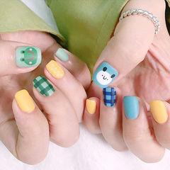 方圆形蓝色绿色黄色手绘格纹可爱青蛙磨砂美甲图片