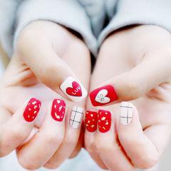 方圆形红色白色心形线条磨砂美甲图片