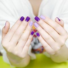 方圆形紫色格纹磨砂美甲图片