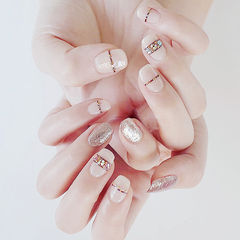 方圆形裸色银色贝壳片线条新娘线条美甲美甲图片