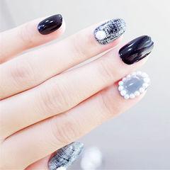 圆形黑色灰色手绘格纹珍珠美甲图片
