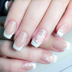 方圆形白色粉色手绘花朵法式简约伴娘美甲美甲图片