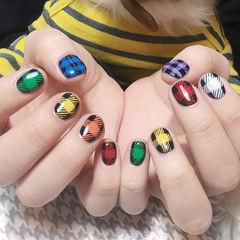 圆形红色绿色黄色紫色蓝色橙色白色格纹短指甲美甲图片