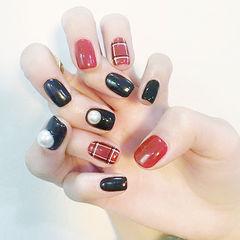 方圆形红色黑色格纹珍珠美甲图片
