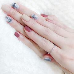 方圆形裸色红色灰色格纹磨砂跳色美甲图片