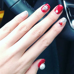 方圆形红色银色钻心形珍珠雪花美甲图片