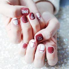 方圆形红色白色线条圣诞磨砂短指甲美甲图片