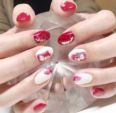 圆形红色白色晕染银箔珍珠新年新娘美甲图片